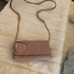 Kors wallet cross body pink metallic heart worn 1x